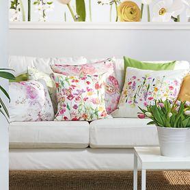 Deko-Kissen mit Blumenmotiven