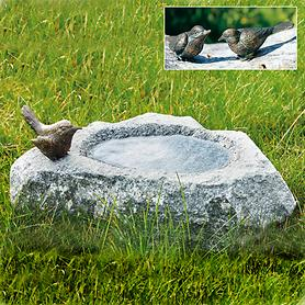 Vogeltränke aus Schwarzwald-Granit mit Bronze Vogel