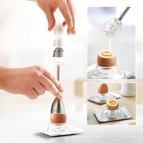 Eieröffner mit Salzstreuer und Eierbecher