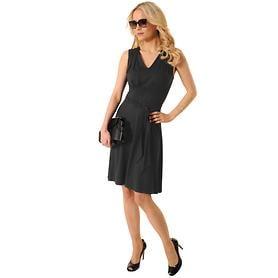 Leichtes Kleid mit raffiniertem Ausschnitt