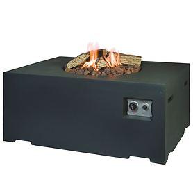 Einfach und sicher mit Gas: Outdoor-Gas-Feuerstelle in cooler Beton-Optik