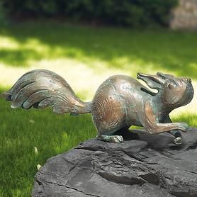 skulptur-eichhornchen-auf-der-hut-h-11-x-b-31-x-t-7-cm