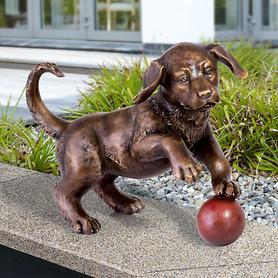 Skulptur Hund mit Ball