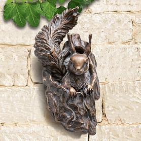 Skulptur Eichhörnchen - Aus Astloch schauend