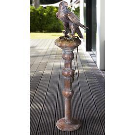 skulptur-falke-auf-pflock-, 2980.00 EUR @ promondo-de