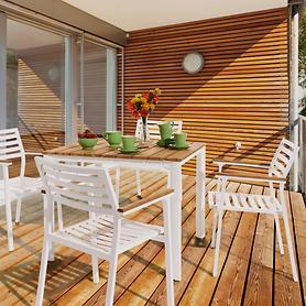 Aluminium-Gartenmöbel mit Teakholz