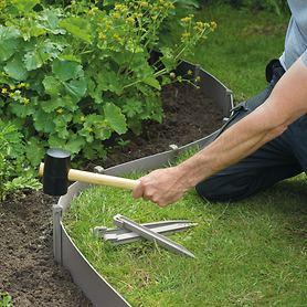 Rasen-Randbefestigung und Verankerungen