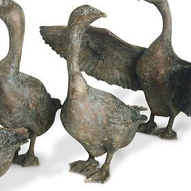 skulptur-gans-nach-links-blickend-