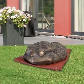 Skulptur Kröte auf Kissen