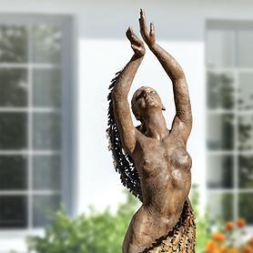 Skulptur Mother Earth Dancing