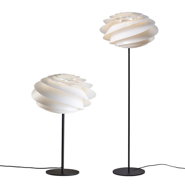 Tischlampe und Stehleuchte Swirl