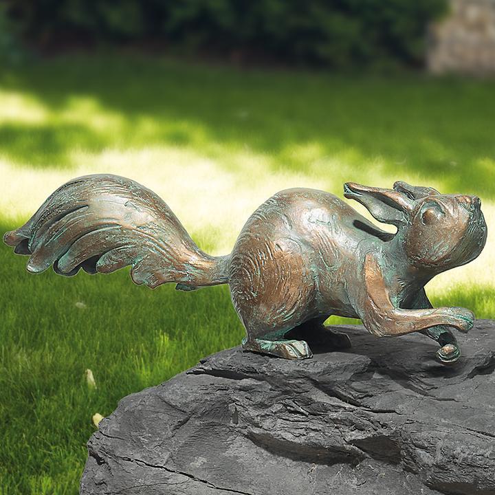 Skulptur Eichhörnchen auf der Hut H 11 x B 31 x T 7 cm
