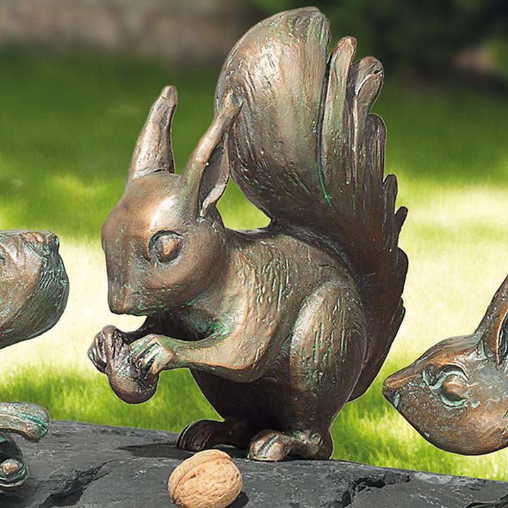 Skulptur Eichhörnchen mit Nuss H 18 x B 15 x T 7 cm