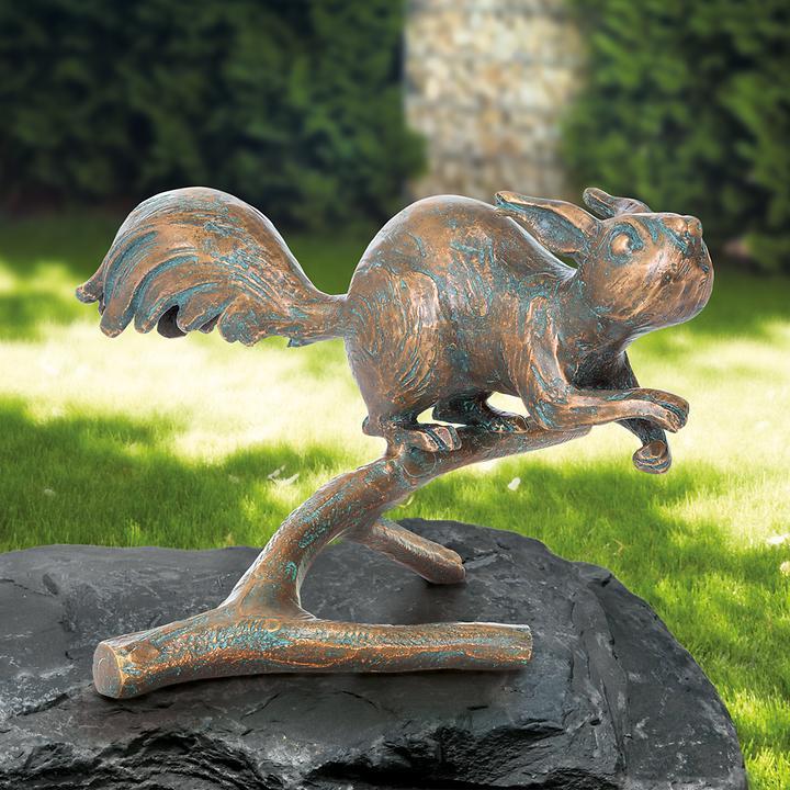 Skulptur Eichhörnchen auf Zweig