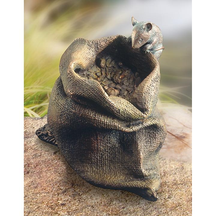 Skulptur Maus auf Körnersack