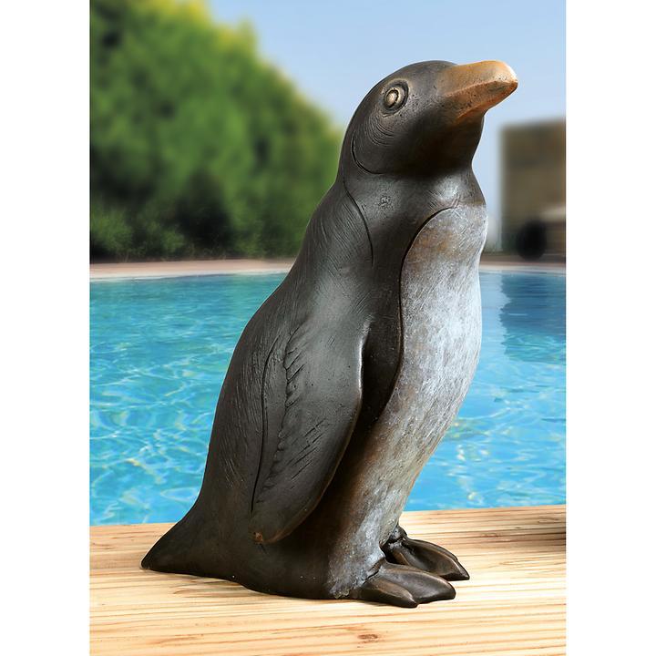 Skulptur Pinguin nach rechts blickend