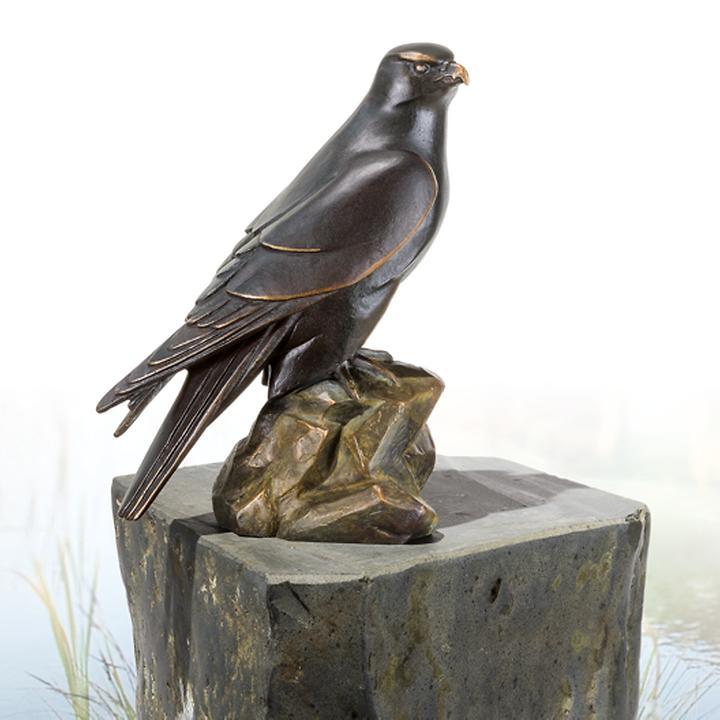 Skulptur Gerfalke, nach rechts blickend