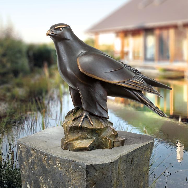 Skulptur Gerfalke, nach links blickend