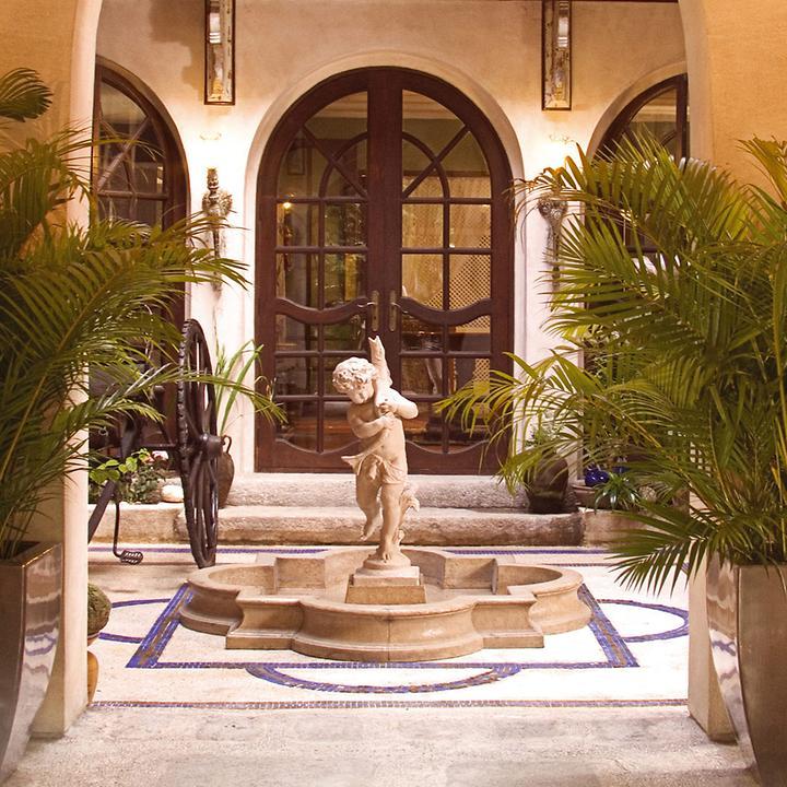 """*NEU*: Gartenbrunnen """"Navona"""" aus Fiberglas, mit Engel, beige"""