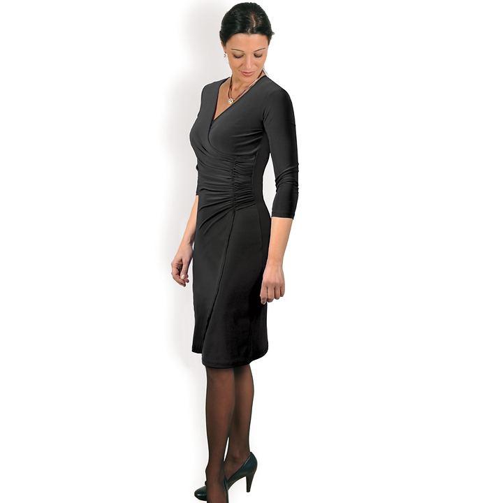 Seidig weiches Kleid mit raffinierten Applikationen