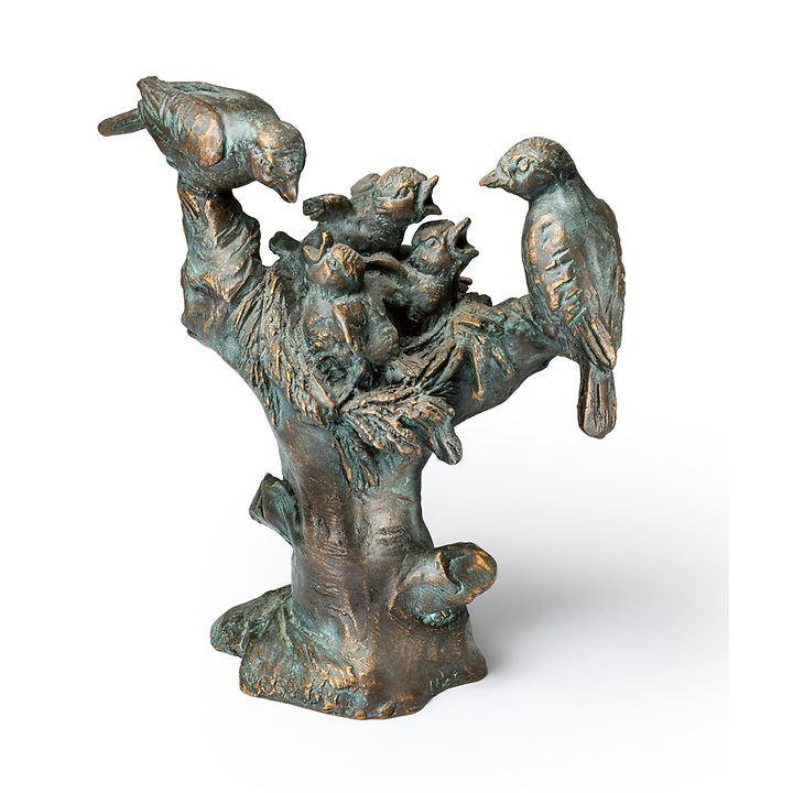 Skulptur Vogelnest auf Baumstumpf