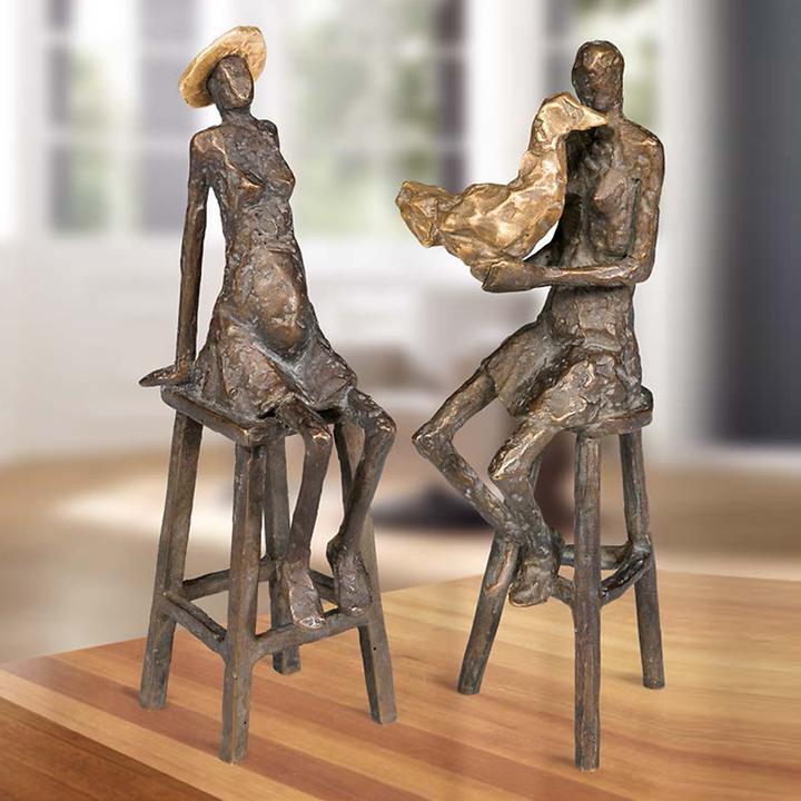 Skulptur Frau mit Vogel und Frau mit Hut