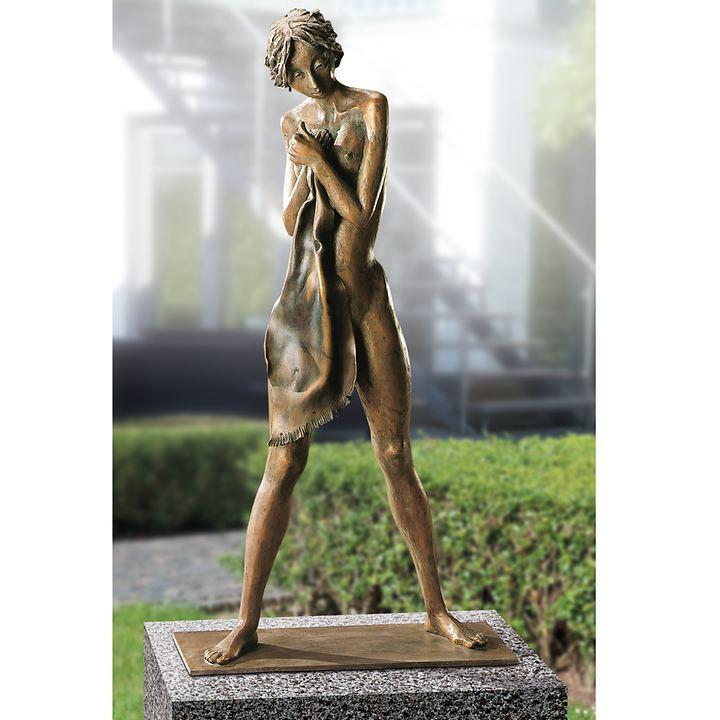 Skulptur Mädchen mit Tuch